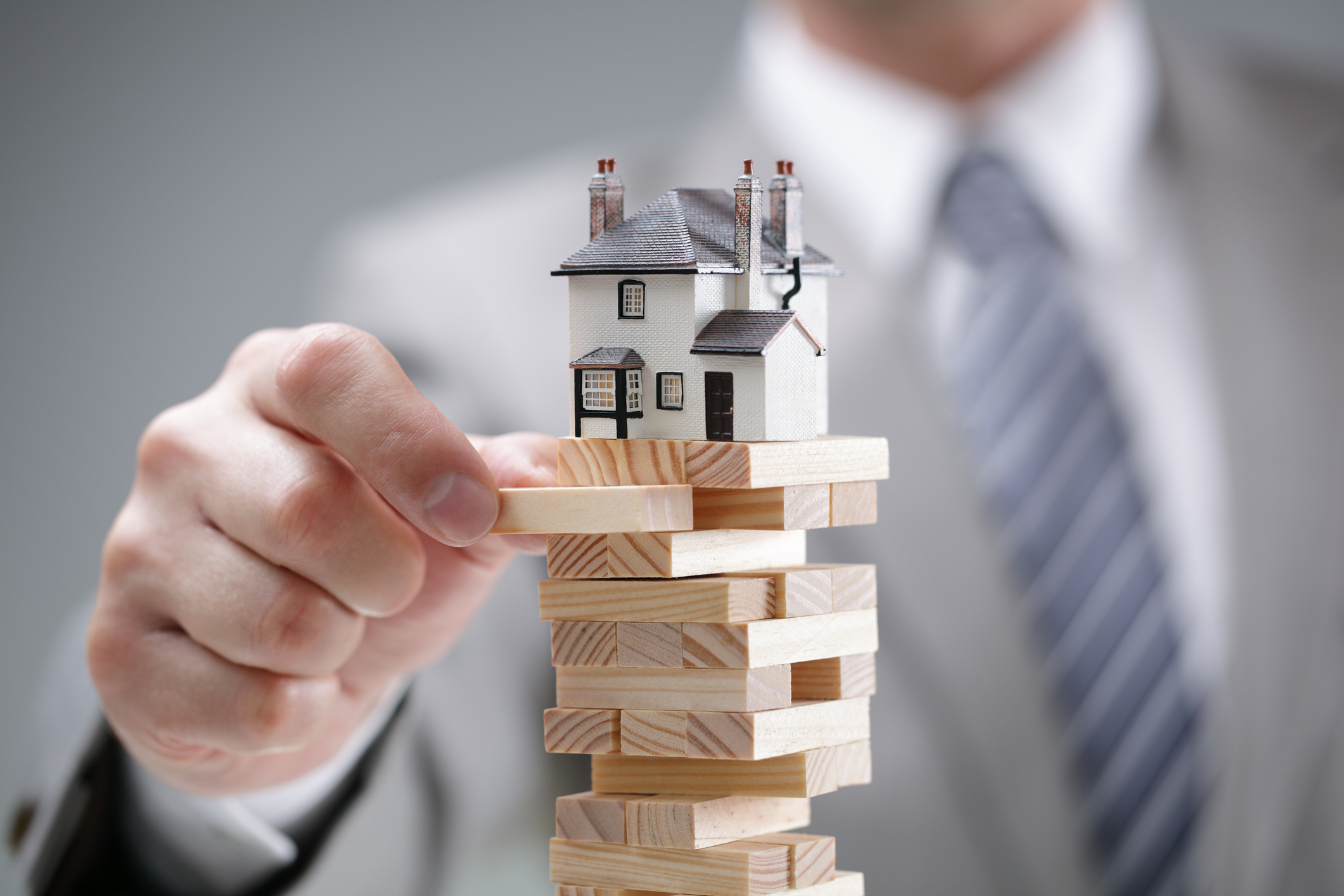 Pros And Cons of Paying Mortgage Early